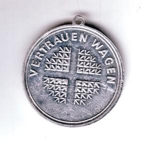 1983-06_Kirchentagsabzeichen_Vertrauen_wagen